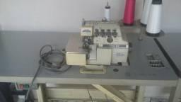 Duas máquinas de costura cedo urgente