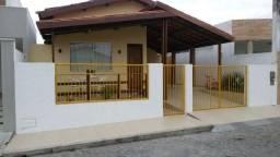 Casa espaçosa em condomínio próxima ao Centro