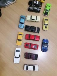 Vende se miniaturas de carros escala 1. 18 e 1.24