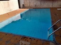 Casa com piscina em excelente localização