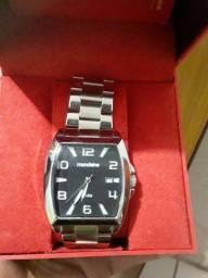 Título do anúncio: Relógio zerado nunca usado modaine
