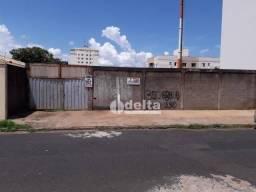 Título do anúncio: Terreno à venda, 800 m² por R$ 850.000,00 - Brasil - Uberlândia/MG