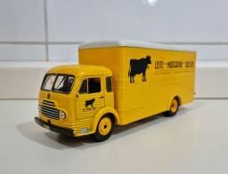 Miniatura Caminhões Brasileiros Ford Simca Cargo Transporte Laticínios