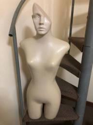 Título do anúncio: Manequins Semi-novos Bustos