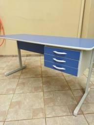 Título do anúncio: Mesa escritório 1,50X0,60 c/3 gavetas em mdp marca Realme - usada