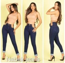 Calça jeans lateral aberta com correntes por um preço incrível