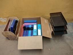 Título do anúncio: Pastas diversas e suporte de mesa para documentos porta caneta