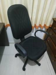 Vendo cadeira de escritório Usada