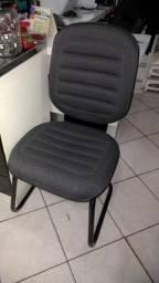 Cadeiras estofadas fixas em muito bom estado 150,00 avista cada pato branco