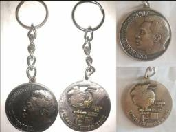 2 medalhas antigas da copa de 1982
