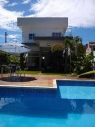 Belíssimo Imóvel em Cond. na Granja Viana, c/ 230m² de Área Construída e 358m² de Terreno