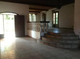 Casa na Granja Viana c/ 378m² de Área Construída e 1123 m² de Terreno