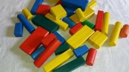 Brinquedos de madeira colorido empilhar