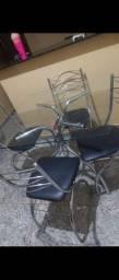 Mesa e cadeiras 4 lugares