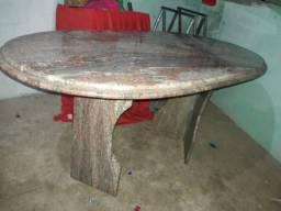 Vende-se uma mesa de granito Rosa colonial com duas base comprimento 1 65 por 90 1.200