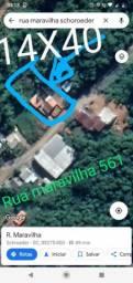 Casa estilo Chacrinha!! Com poço semi artesiano.