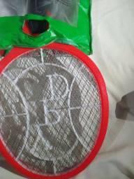 Raquete mata mosquito.
