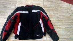 Jaqueta e calça de motoqueiro