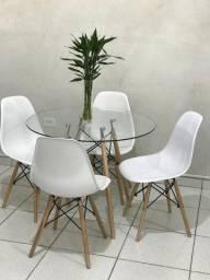 Conjunto d Mesa e Cadeira  Eames Novo