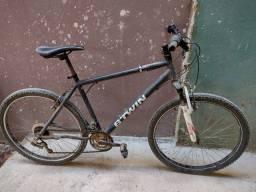 Bicicleta usada de marcha BTWIN aro 26 chimano- vai com bombinha de encher pneu