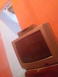 Tv de tubo Grande com conversor toda boa sem os controles