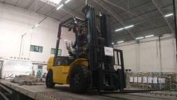 Título do anúncio: Empilhadeira 2,5 tonelada Diesel | Torre Triplex de 4,7 metros | Nova