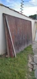 Título do anúncio: Doa- se portão de madeira grande e pequeno