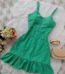 Procua se alguem q tenha esses modelo de vestido pra vende