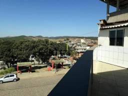 Kitnet com varanda e vista para a praça.