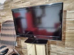 Título do anúncio: Vendo televisão 32 polegadas dá LG está nova porém deu defeito no display