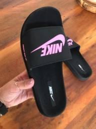 Chinelo Slide Nike Just Do It Preto com Pink