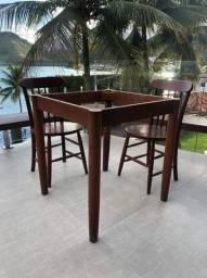Base de mesa quadrada em madeira