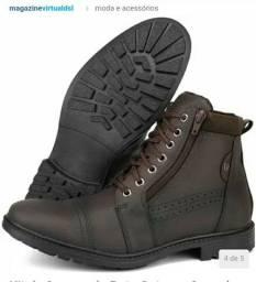 Vendo esse par de botas