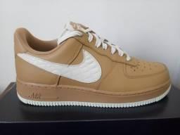 2c3a80e6ac2 Tenis Nike Air force Bege Creme Tamanho 38 feito em couro