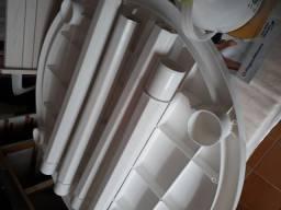 1 mesa plastica branca desmontável 2 cadeiras