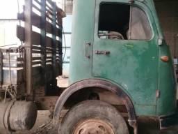 Vendo Caminhão LP321 para retirada de peças