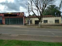 Loja e casa/terreno na avenida Goiás