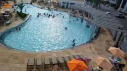 Casa tipo flat com ar condicionado e um parque aquatico com 12 piscinas