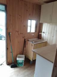 Aluga se uma peça com cozinha,um quarto e um banheiro