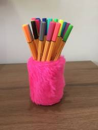 Porta canetas de pelúcia