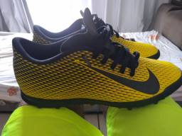 Chuteira de society Nike nova