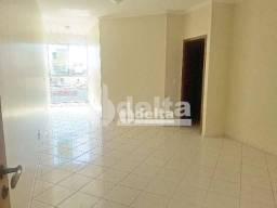 Apartamento com 3 dormitórios para alugar, 100 m² por R$ 1.600,00 - Santa Mônica - Uberlân