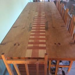 Vende mesa de madeira com 10 cadeiras