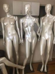Título do anúncio: 4 Manequins com pedestal em resina de alta qualidade - Semi-novos!