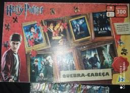 Quebra Cabeça Harry Potter 300 Peças Edição Especial com os Cartazes de Todos os Filmes