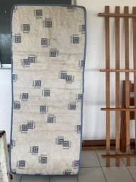 Cama madeira maciça + colchão solteiro