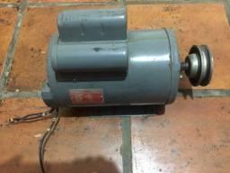 Motor de indução monofásico
