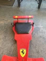 Carrinho de rolimã Ferrari com freio