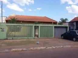 Casa no Jardim Tropical com 3/4 e Garagem para 3 carros.