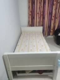 Cama de solteiro com colchão e cama extra